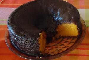Bolo guloso de cenoura com cobertura de chocolate